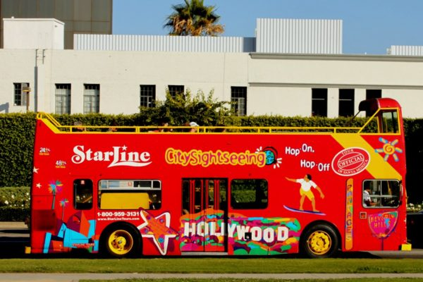 hop-on-hop-off-bus-600x400 観光