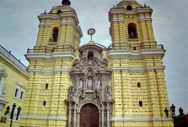 サン・フランシスコ聖堂・修道院-600x407 海外旅行情報
